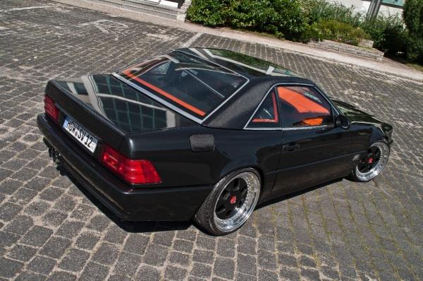 Mercedes SL500: schwarz, breit, stark!: Die 19 Zoll MAE Felgen passen perfekt zum edelen Style des SL. (Bild 14)