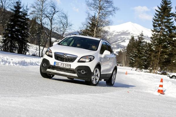 Gewinnspiel: Mit Sonax zum Opel Wintertraining: Mit Tuningsuche.de und Sonax geht es ins Thomatal. Beim Opel Wintertraining kommt der Fahrspaß auf den bestens präparierten Pisten sicher nicht zu kurz. Auf Eis und Schnee sorgen die Allradtalente von Opel für die erforderliche Bodenhaftung. (Bild 1)