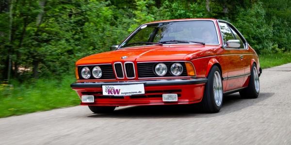 Mehr Komfort und sportlichere Dynamik: Raab Gewindefahrwerk V3 von KW für den BMW E24 (Sechser Coupé):  (Bild 1)