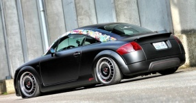 Retro-Audi TT: Mit mattem Schwarz zum See  Audi, TT, matt, schwarz  Bild 666141