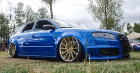 Blaues Kraftpaket: Audi RS4  Audi, RS4, Schmiederäder, Airride  Bild 815853