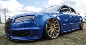 Blaues Kraftpaket: Audi RS4  Audi, RS4, Schmiederäder, Airride  Bild 815863